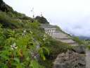 маленький алтарик Шивы на склоне горы